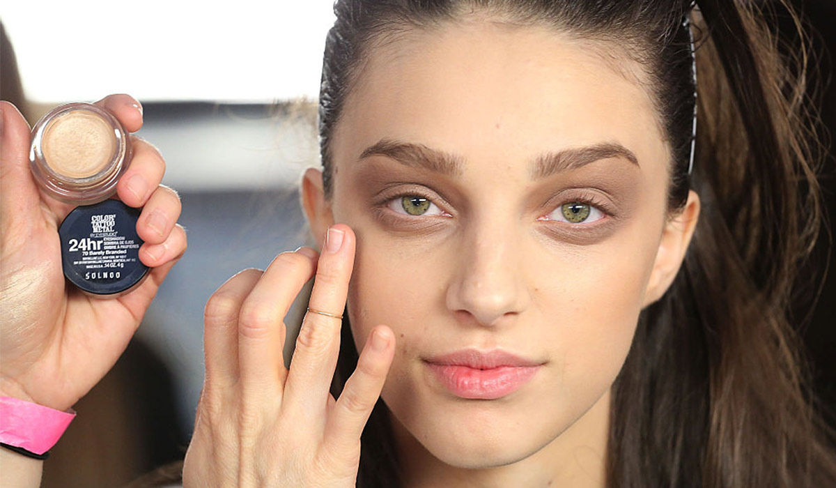 5 Clever Concealer Hacks That Will Hide Dark Circles